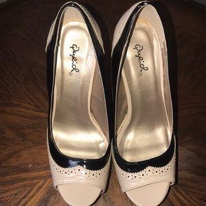 Qupid cream and black high heels. Size 6 1/2